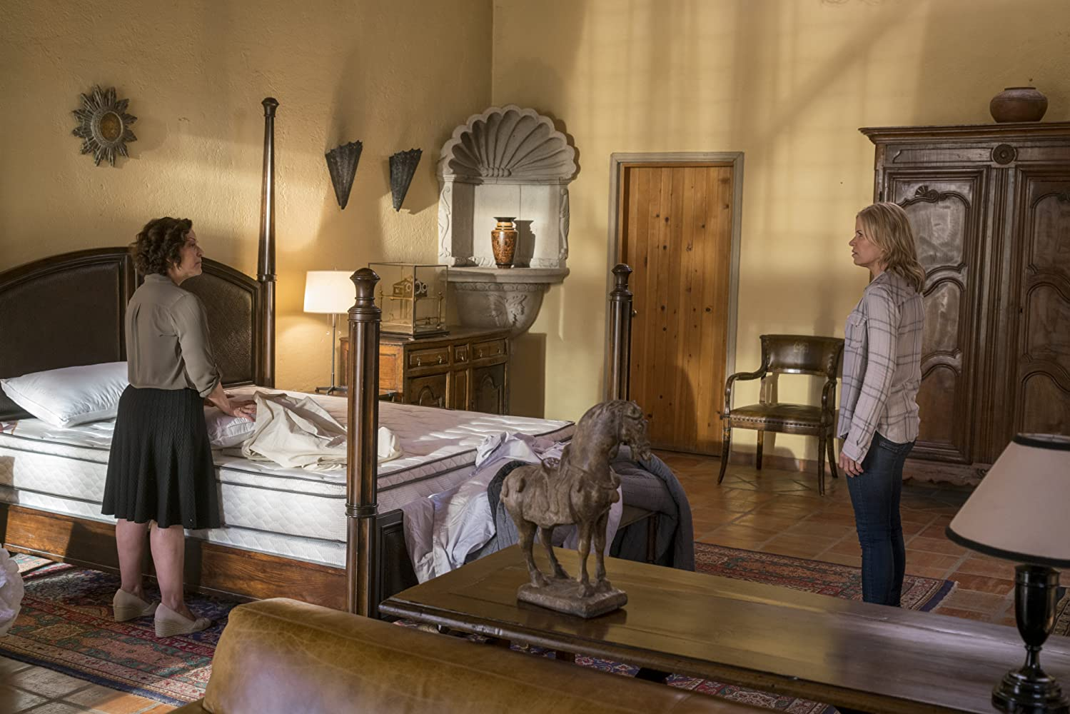 Kim Dickens and Marlene Forte in Fear the Walking Dead (2015)