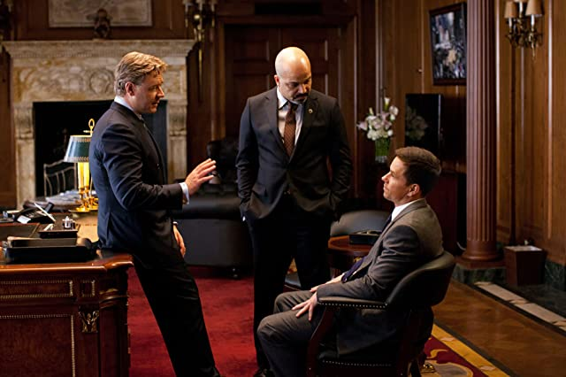 Russell Crowe, Mark Wahlberg, and Jeffrey Wright in Broken City (2013)