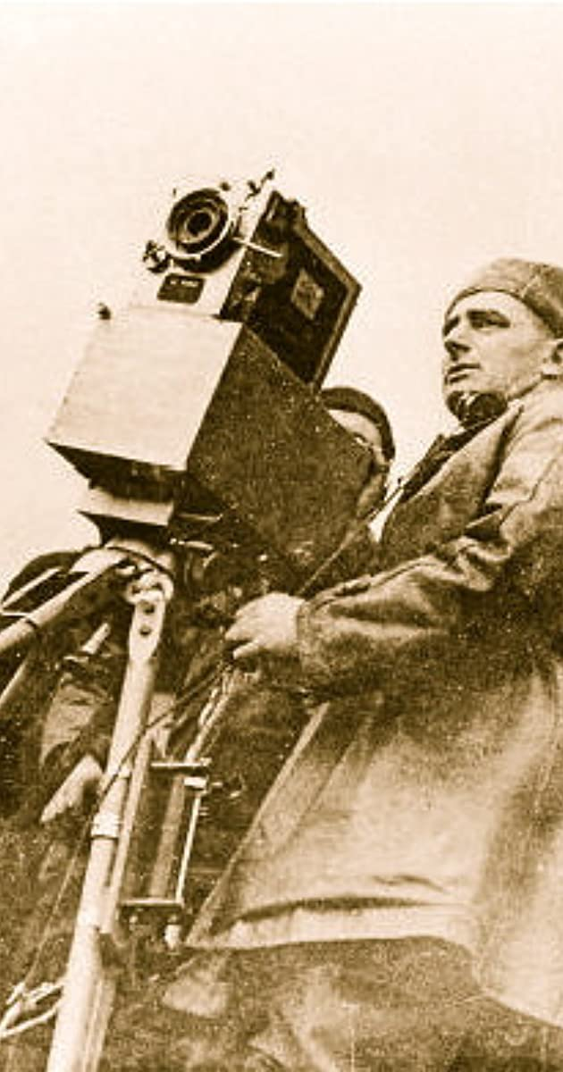 Juguetes soviéticos (Sovietskie igrushki) - Primera película de animación de la URSS, de Dziga Vertov, año 1924 MV5BMTQ3NDA4NTI5MF5BMl5BanBnXkFtZTgwMDE1MzkwMjE@._V1_UY1200_CR167,0,630,1200_AL_