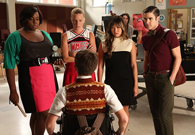 Darren Criss, Kevin McHale, Jenna Ushkowitz, Heather Morris, and Alex Newell in Glee (2009)
