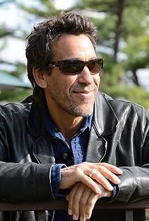 Aktori Robert Montano