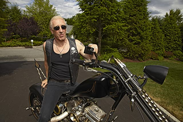 Dee Snider in Growing Up Twisted (2010)