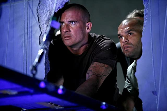 Dominic Purcell and Amaury Nolasco in Prison Break (2005)