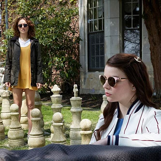 Olivia Cooke y Anya Taylor-Joy en Thoroughbreds (2017)