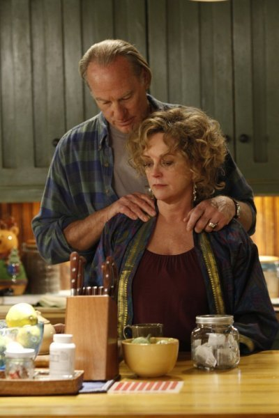 Bonnie Bedelia and Craig T. Nelson in Parenthood (2010)