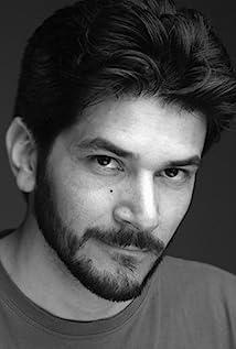 Aktori Uriel Emil