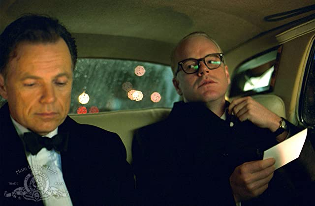 Philip Seymour Hoffman and Bruce Greenwood in Capote (2005)
