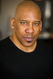 Aktori Ezra Knight