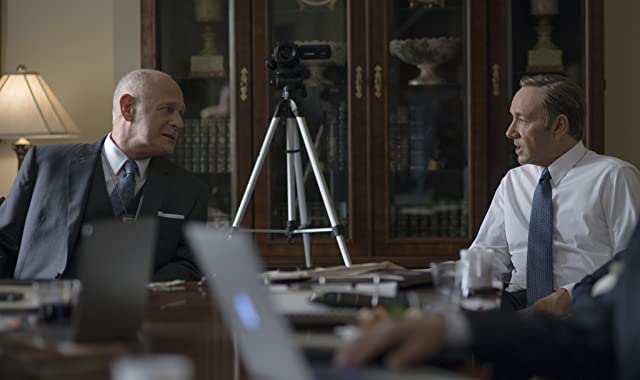 Kevin Spacey and Gerald McRaney in House of Cards (2013)