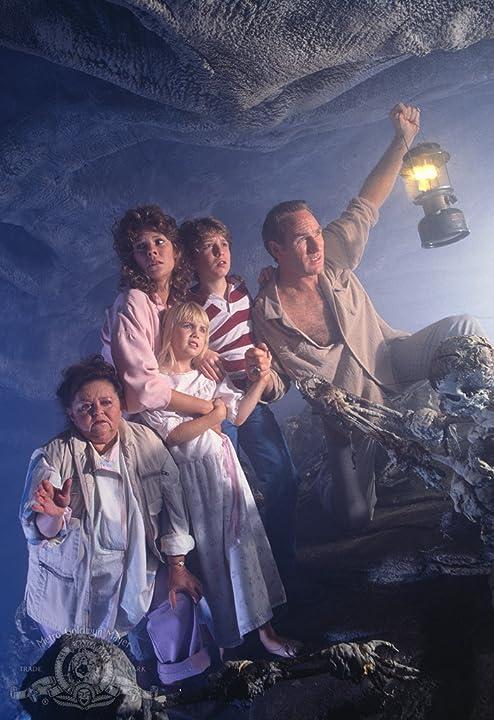 Heather O'Rourke, JoBeth Williams, Craig T. Nelson, Oliver Robins, and Zelda Rubinstein in Poltergeist II: The Other Side (1986)