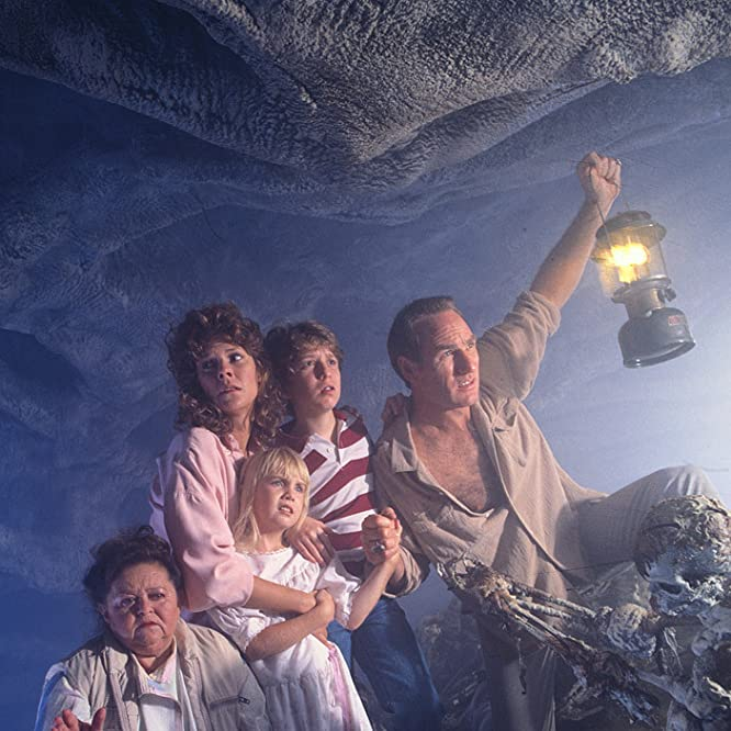 Heather O'Rourke, JoBeth Williams, Craig T. Nelson, Oliver Robins, and Zelda Rubinstein in Poltergeist II: The Other Side (1986)