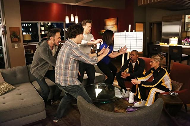 Damon Wayans Jr., Nick Zano, Adam Pally, Seth Morris, Casey Wilson, and Eliza Coupe in Happy Endings (2011)