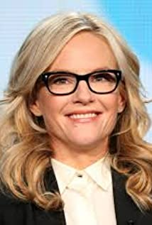 Rachael Harris earned a  million dollar salary - leaving the net worth at 10 million in 2018