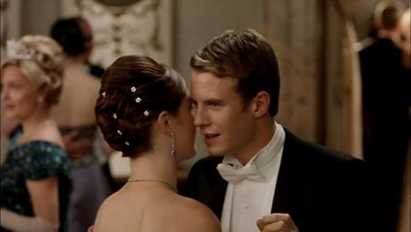 Julia Stiles and Luke Mably in The Prince and Me (2004)