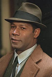 dennis haysbert height