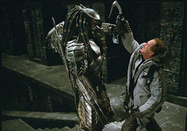 Lance Henriksen and Ian Whyte in AVP: Alien vs. Predator (2004)