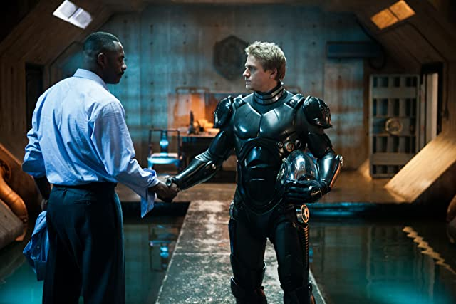 Idris Elba and Charlie Hunnam in Pacific Rim (2013)