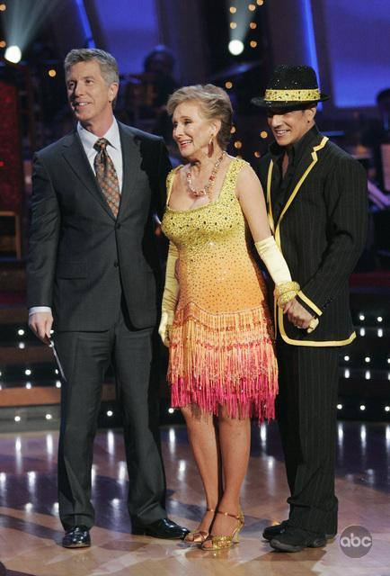 Cloris Leachman and Tom Bergeron in Dancing with the Stars (2005)