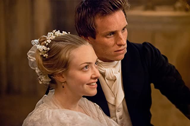 Amanda Seyfried and Eddie Redmayne in Les Misérables (2012)
