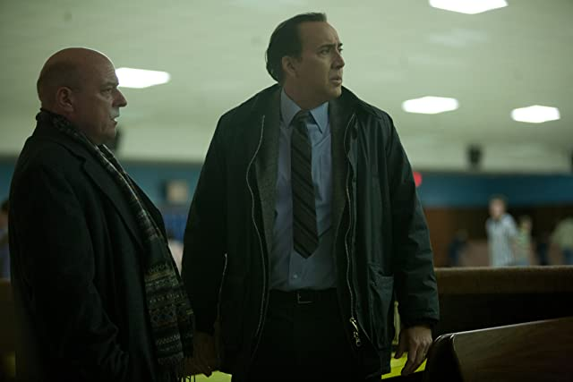 Nicolas Cage and Dean Norris in The Frozen Ground (2013)