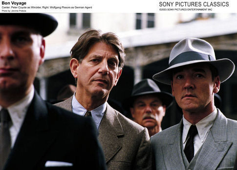 Peter Coyote and Wolfgang Pissors in Bon voyage (2003)