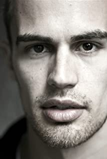 Theo James New Picture - Celebrity Forum, News, Rumors, Gossip