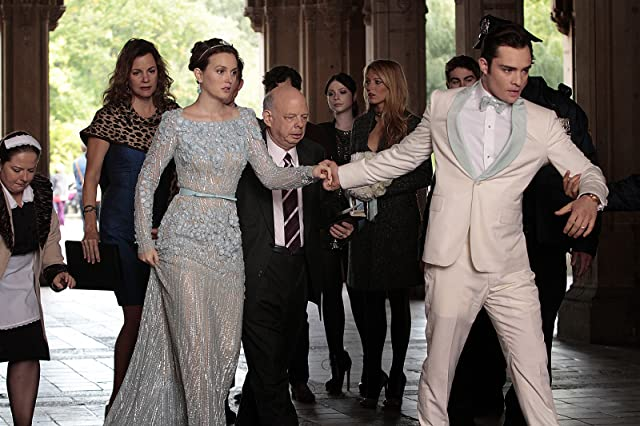 Wallace Shawn, Michelle Trachtenberg, Margaret Colin, Blake Lively, Leighton Meester, Chace Crawford, Ed Westwick, and Zuzanna Szadkowski in Gossip Girl (2007)