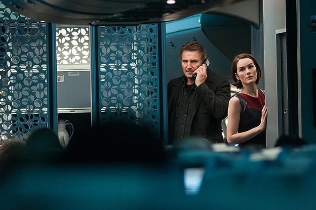 Liam Neeson and Michelle Dockery in Non-Stop (2014)