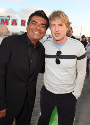 Owen Wilson and George Lopez at Marmaduke (2010)