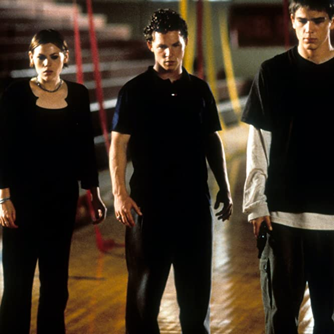 Elijah Wood, Josh Hartnett, Shawn Hatosy, Clea DuVall, and Laura Harris in The Faculty (1998)