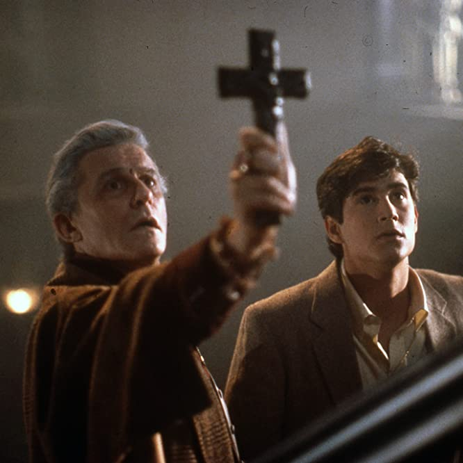 Amanda Bearse, Roddy McDowall, Chris Sarandon, and William Ragsdale in Fright Night (1985)