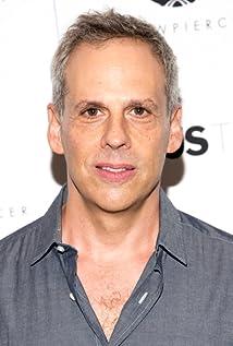 Aktori Josh Pais