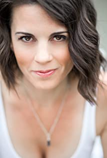 Leah Cairns Picture