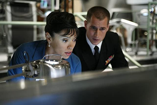 Brendan Fehr and Tamara Taylor in Bones (2005)