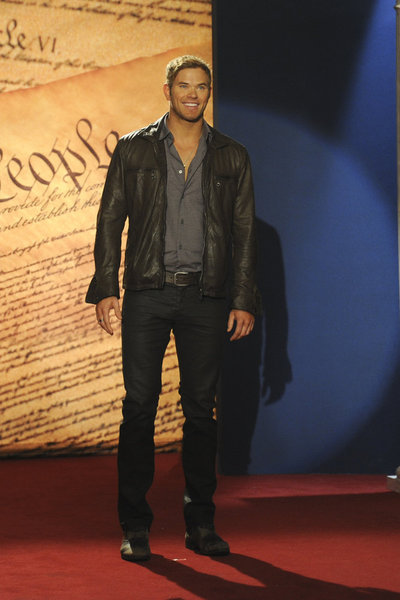Kellan Lutz in 30 Rock (2006)