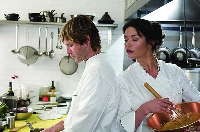 Aaron Eckhart and Catherine Zeta-Jones in No Reservations (2007)