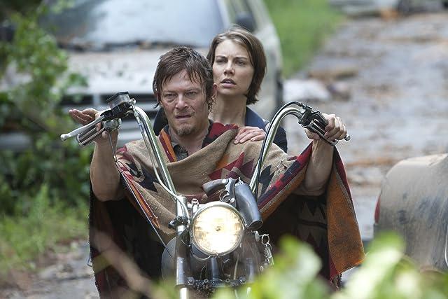Norman Reedus and Lauren Cohan in The Walking Dead (2010)