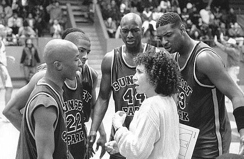Talent Harris, Rhea Perlman, Fredro Starr, and Antwon Tanner in Sunset Park (1996)