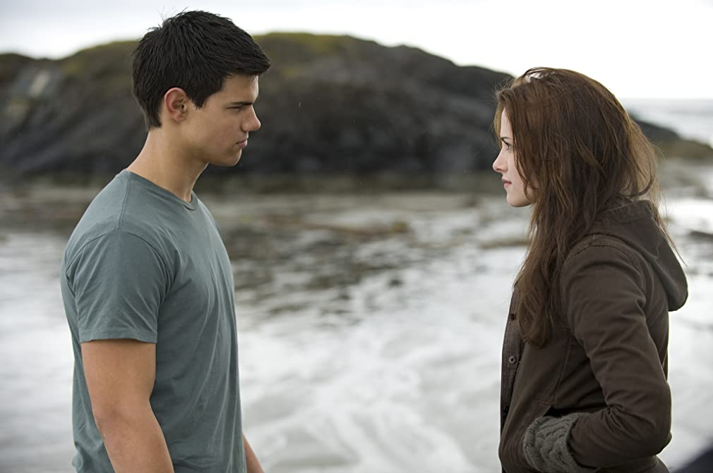 Watch The Twilight Saga: New Moon the full movie online for free