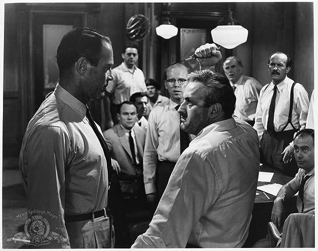 Henry Fonda, Martin Balsam, Jack Klugman, Lee J. Cobb, Ed Begley, Edward Binns, John Fiedler, E.G. Marshall, George Voskovec, and Jack Warden in 12 Angry Men (1957)