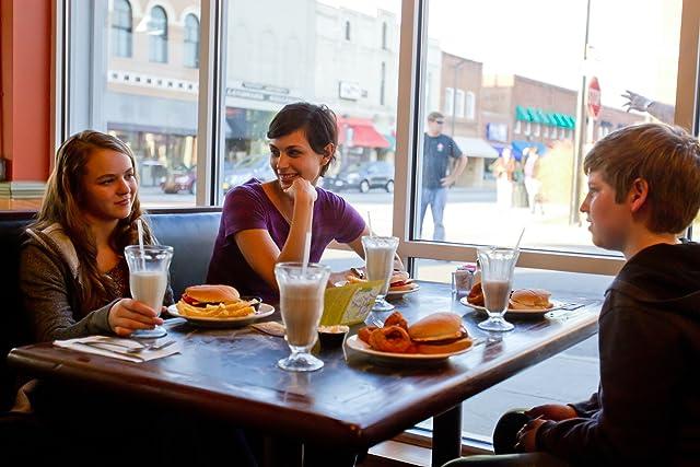 Morena Baccarin, Jackson Pace, and Morgan Saylor in Homeland (2011)