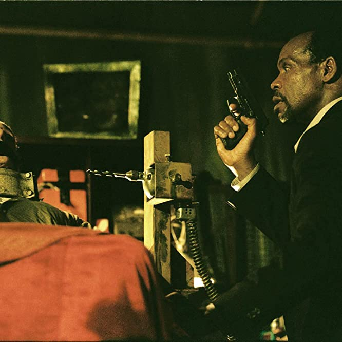 Danny Glover and Ned Bellamy in Saw (2004)