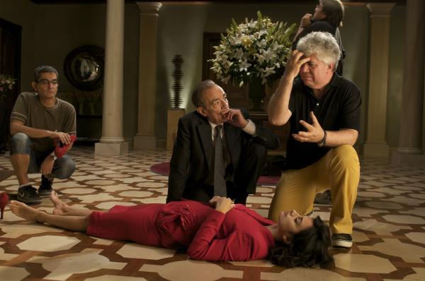 Pedro Almodóvar, Penélope Cruz, and José Luis Gómez in Broken Embraces (2009)