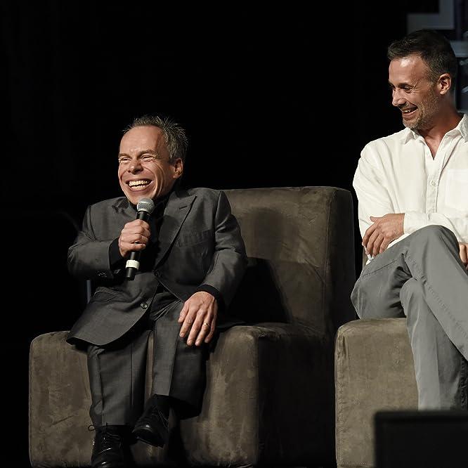 Warwick Davis and Freddie Prinze Jr.