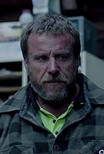 Aktori Ben Oxenbould
