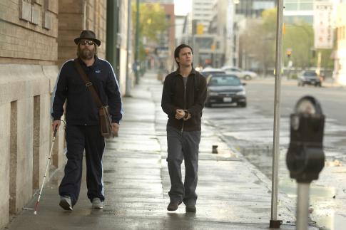 Jeff Daniels and Joseph Gordon-Levitt in The Lookout (2007)