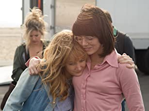 Emma Stone and Andrea Riseborough in Battle of the Sexes (2017)