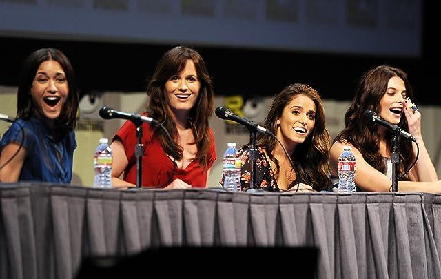 Elizabeth Reaser, Nikki Reed, Julia Jones, and Ashley Greene