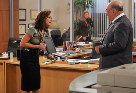 Victor Raider-Wexler and Leah Remini in The King of Queens (1998)