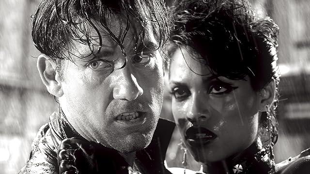 Rosario Dawson and Clive Owen in Sin City (2005)